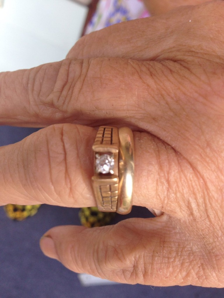 老婦人13年前遺失「訂婚戒指」,最近在一根「紅蘿蔔」上找到了!