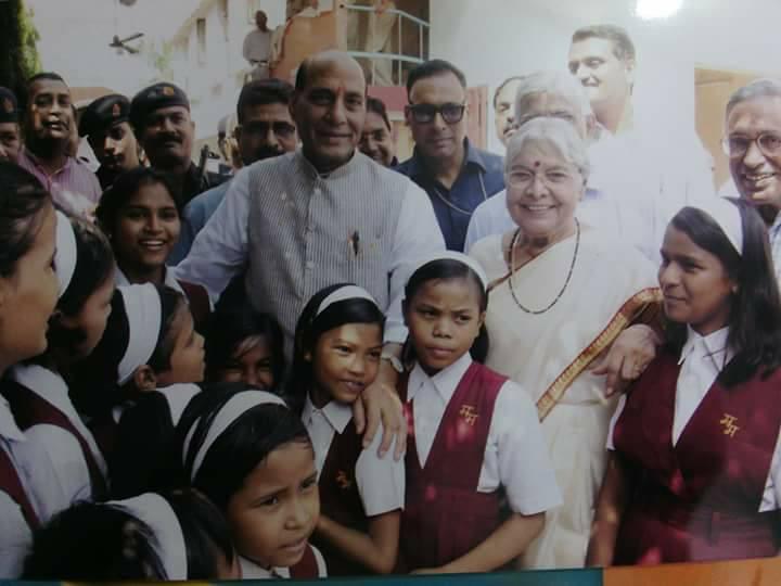 印度婦人40年前痛失「8歲愛女」,40年後多了「800名優秀女兒」!