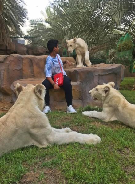 世上最狂15歲小男孩!開「Supreme x LV法拉利」,蕾哈娜和金卡達夏都去過他的動物園!