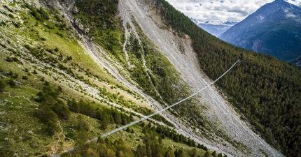 世界最長吊橋!全長500公尺「28層樓高往下看」...你有辦法挑戰走完嗎?(影片)