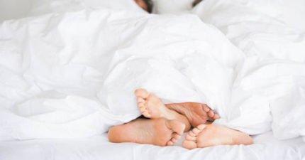 當你和另一半同居後身體會發生的「怪事」!科學家:腳最明顯...