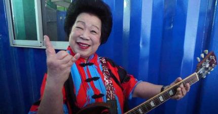 新加坡81歲網紅「搖滾奶奶」!60歲才學吉他「神技彈出超高難度搖滾」影片破百萬瀏覽次數!(影片)