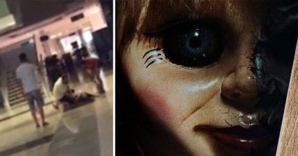 20歲女子看完《安娜貝爾2》出來時用「拳頭打自己的頭」還在地上尖叫爆哭!(影片)