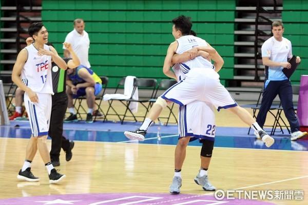 擺脫2連敗魔咒!中華男籃贏烏克蘭刷新「隊史最佳紀錄」,球員感激外籍教練的「一句話」!