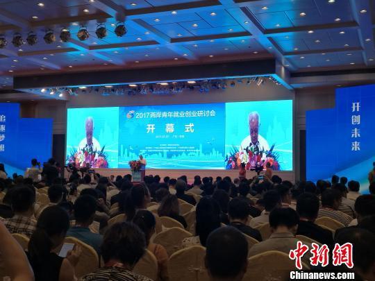 笨蛋才待台灣?中國大手筆招台青「實習創業」起薪5萬,學生:「我理性台獨,但哪裡有錢我就去哪!」