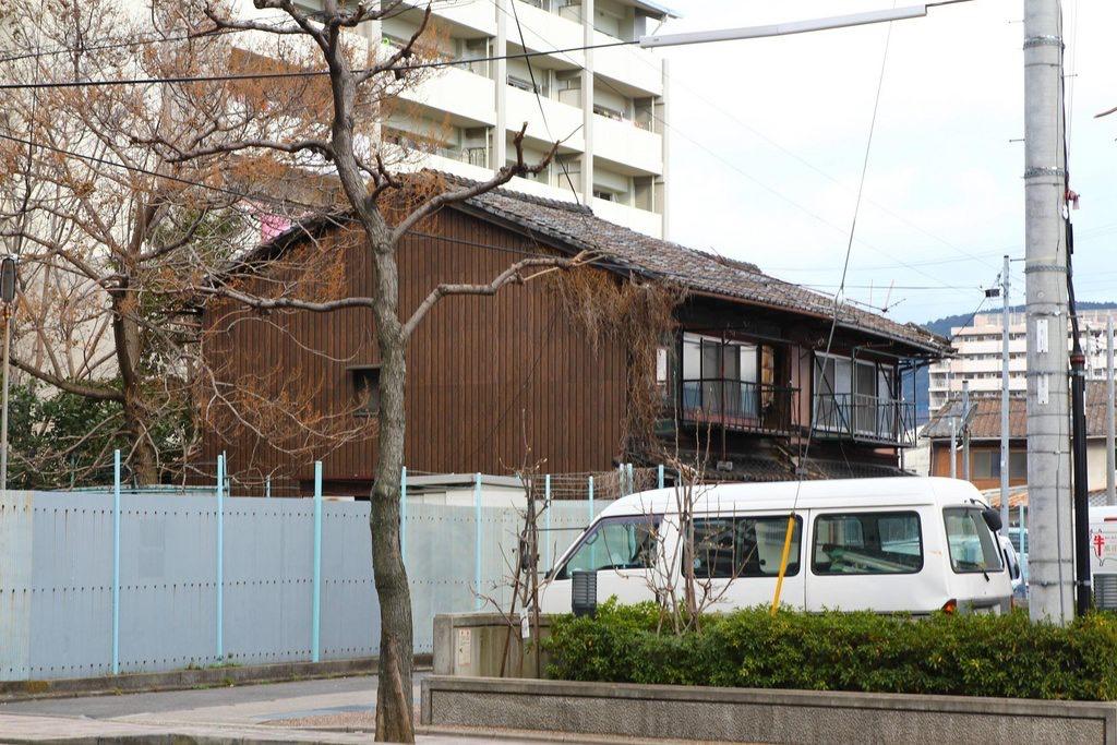 為何同樣是鐵皮屋台灣的那麼醜,京都的這麼美?答案:「全都是戰爭害的」