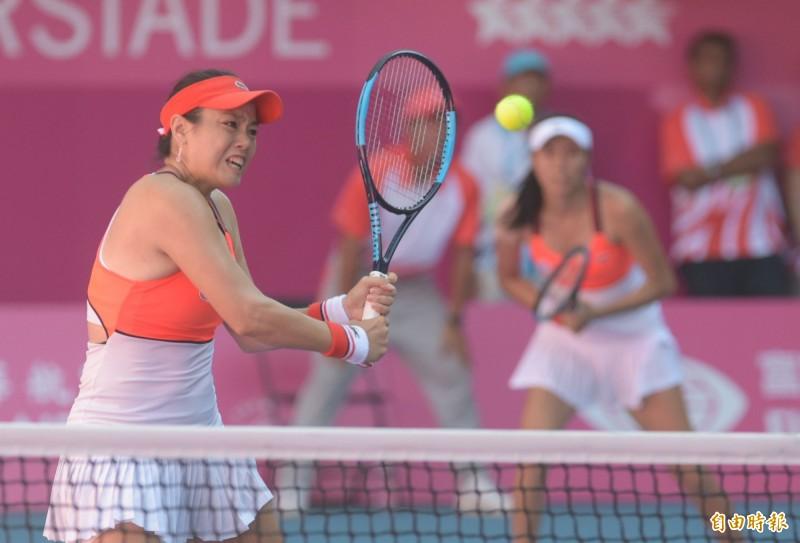 中暑還能奪金!詹式姊妹攜手出戰,網球摘下首金!但不得不放棄混雙4強賽。