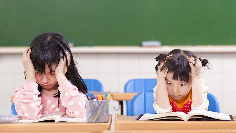 國小必考改錯字「下雨天路況不佳」考倒媽媽,答案揭曉...網翻臉「根本考眼力」!