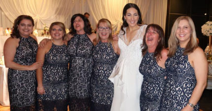 婚禮上6女賓客「穿同一件洋裝」,但她們沒故意也不是伴娘!撞衫史上最大災難