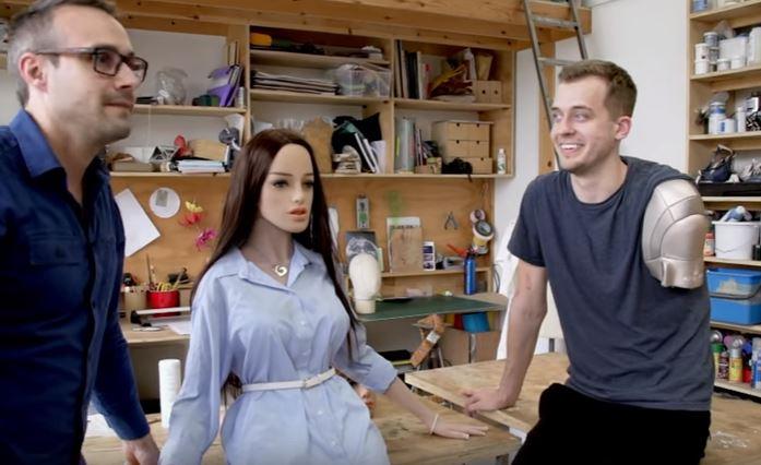 史上第一款「人工智慧愛愛女機器人」公開被揉胸到高潮呻吟!最愛被摸「這3個地方」(影片)