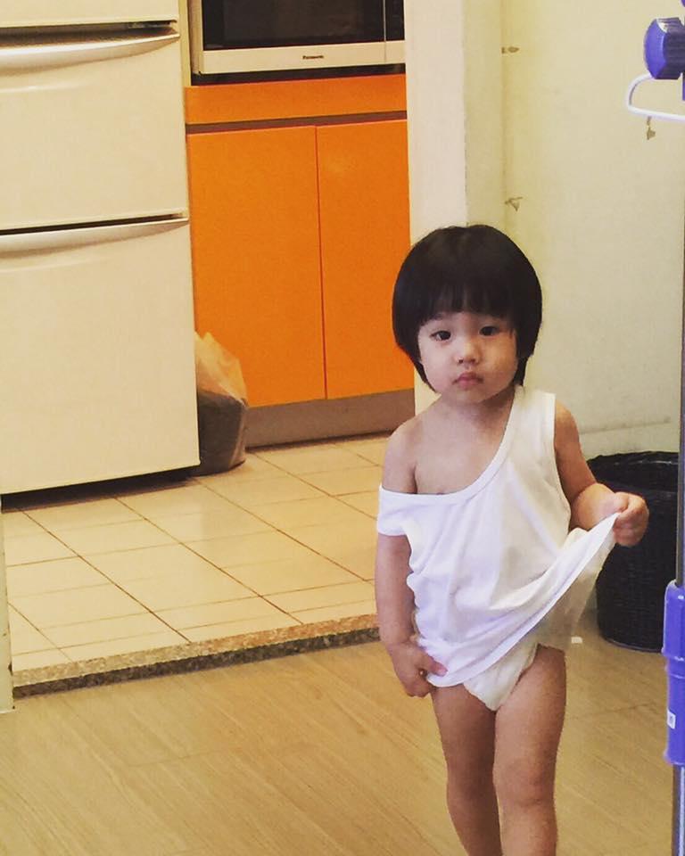不信邪!六月2歲兒子Star萌回「胎內記憶」,李易驚訝回:「現在我信了!」(影片)