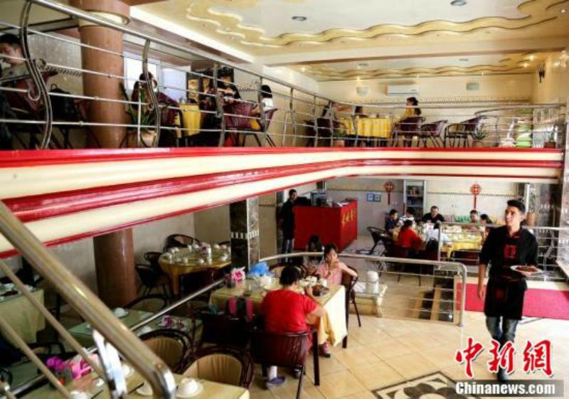 中國小伙子抓準時機勇闖非洲「每天煮中國菜」,成了月入超過45萬的人生勝利組!