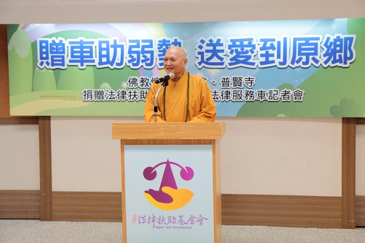 佛教懷仁慈善基金會同樣「拿信徒的錢送2輛」,作法卻被網友讚感受到大愛!