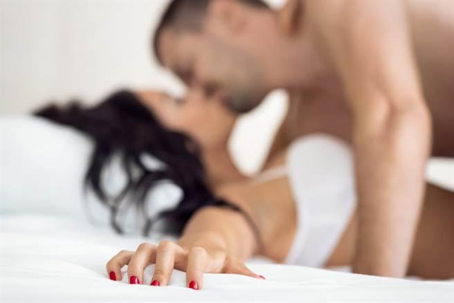「婚前狂愛」人妻淪性奴!淚訴被威脅拍性愛影片,卻因電腦中的照片逆轉判小王無罪。