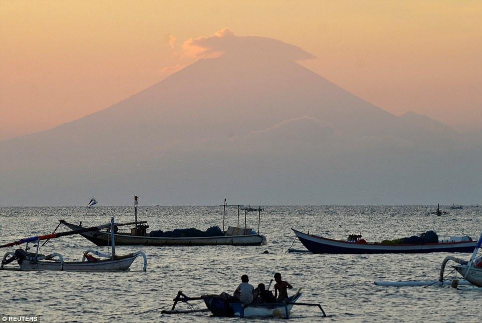 遊印尼峇里島注意!火山隨時爆發「10公里緊急撤離+機場關閉」,警戒提升至最高「危險級」!(21張)