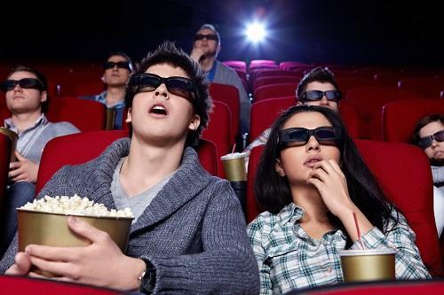 沒帶錢女友不幫他買電影票,他隔天怒提分手女友用自殺威脅。網友:你自己的錯!