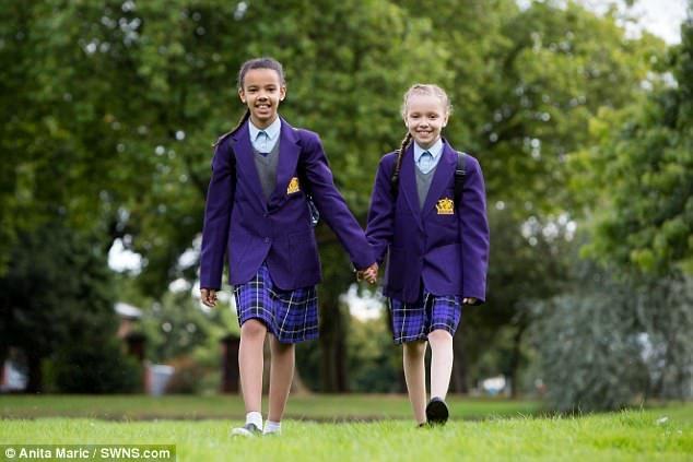 百萬分之一「黑白雙胞胎」長大了!11歲「小公主VS假小子」膚色長相身高完全不一樣,老師不肯相信!