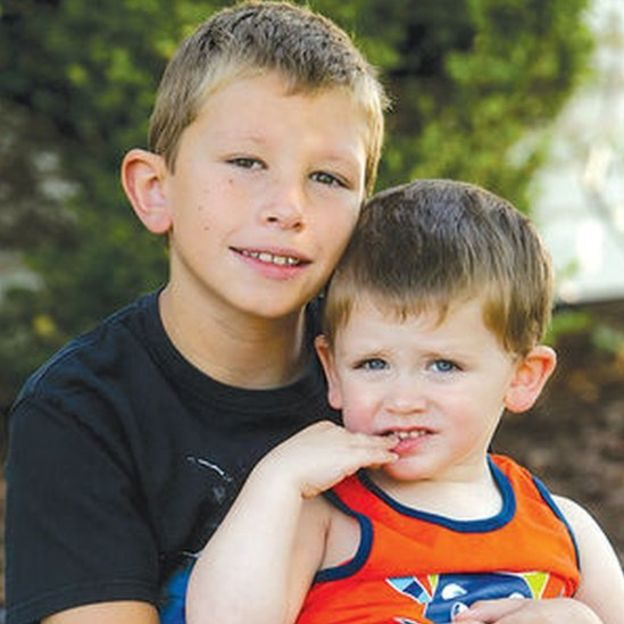 男童模仿「巨石強森電影橋段」拯救遇溺弟弟,巨石強森超感動「送他最大驚喜」!(影片)