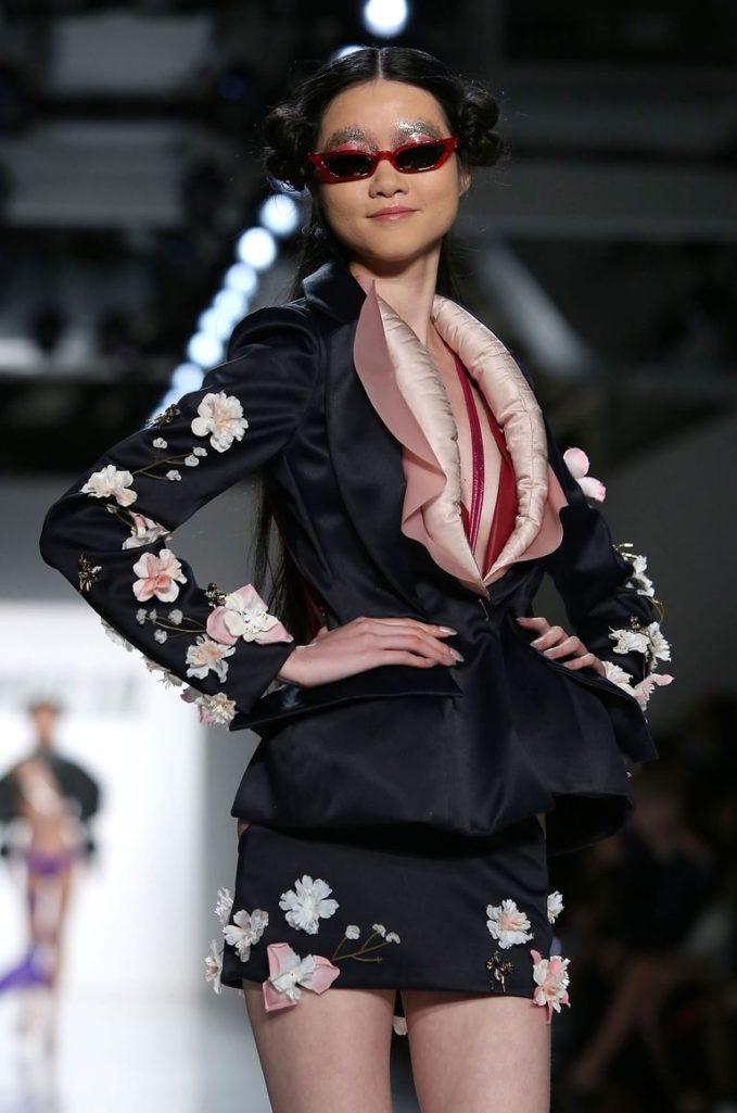 國外最狂時裝「把鮑鮑穿在身上」兒童不宜!數十個「小妹妹張口對著你」震驚時尚界!