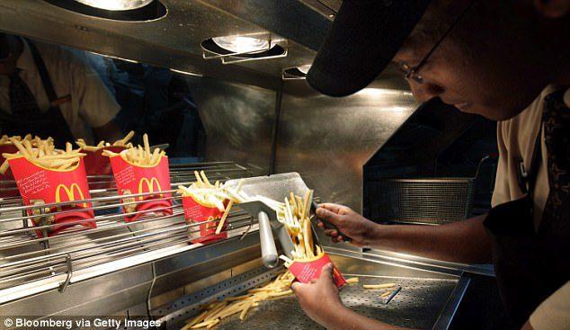 薯條總是「看起來很多」但吃幾口就沒有了?前麥當勞店員爆:用這個「秘密技巧」製造假象!
