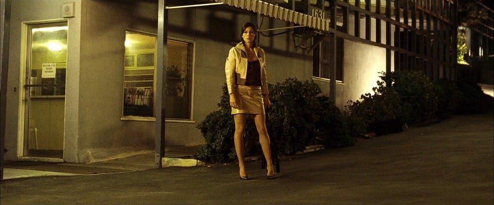 20部性感女星一露點「觀眾全忘記在演什麼」的香辣電影橋段。安海瑟威有這麼狂野的歷史?!