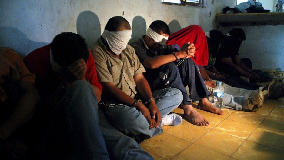 反綁架專家在墨西哥演講「如何不在墨西哥被綁架」,很快自己就被綁架了。他提醒:立刻丟掉家人照片