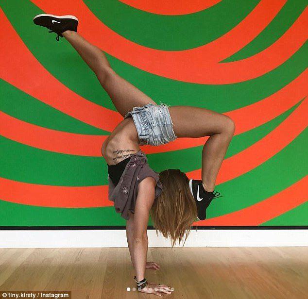 21歲正妹PO「全裸瑜珈照」被批胸部太小!她:「你們根本不懂...」霸氣反擊!