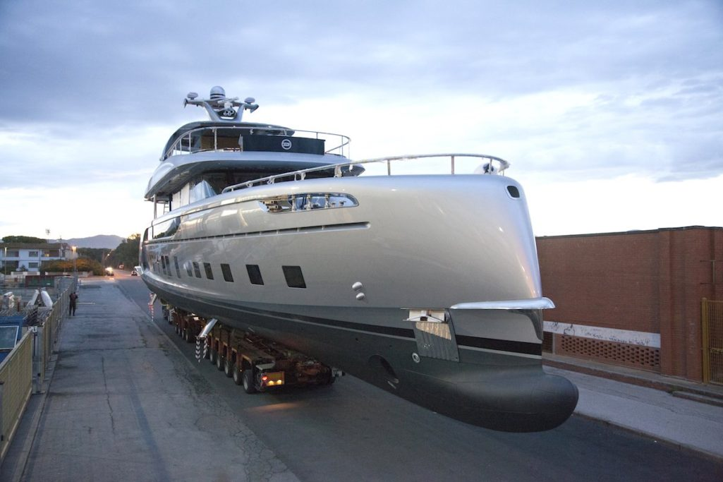 保時捷推出「4億豪華遊艇」全球限量7艘,裡面還有超狂「防範狗仔隊」奢華用餐區!