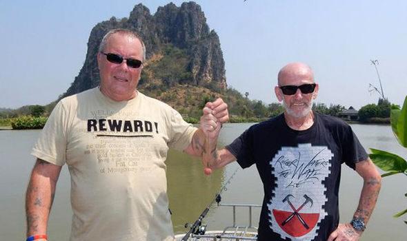 他們把死去老友做成「新鮮魚餌肉球」,「麻吉顯靈」釣到82公斤巨無霸魚!