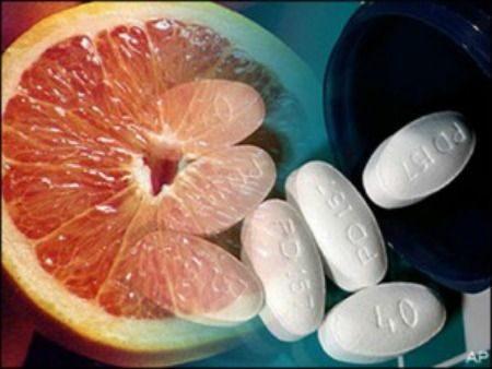 中秋節快到「葡萄柚 + 藥」千萬不能一起吃!她尿出「紅褐色尿液」緊急送醫