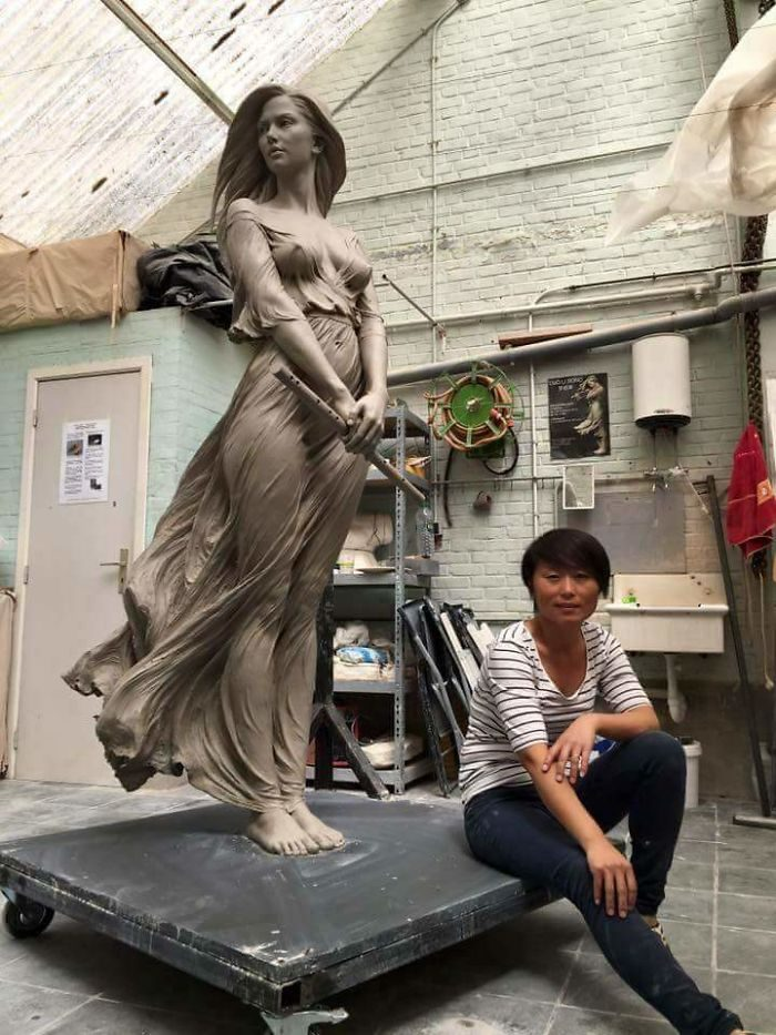 超性感古雕刻技術「展現女性最好的一面」,水滴型美胸讓網友跪求:「希望颱風趕快來!」 (20張)