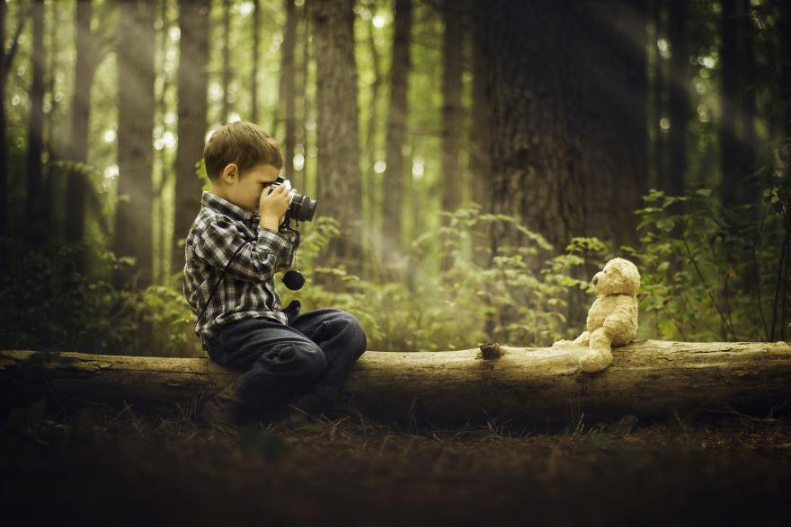 酸民嗆他「照片拍得好只因為相機好」,他手刀買「最低階的器材」拍兒子把他們臉打爆! 1