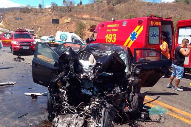 慎入!騎士高速公路超車慘被車撞,當場五馬分屍天靈蓋、雙腿亂噴...只剩下胸口