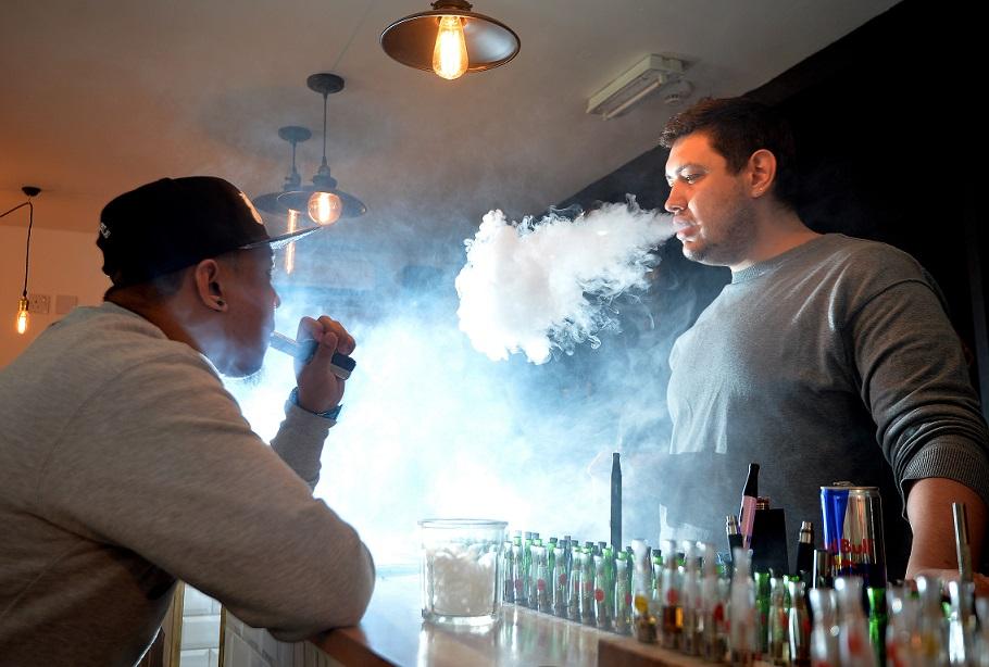 抽「電子菸」照樣會傷身!用「電子菸來戒菸」對人造成極大負擔,可能會害死你!
