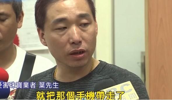20歲員工半夜「狂偷60萬元商品」被警逮捕,霸氣老闆太感謝「暖捐2萬紅包」!