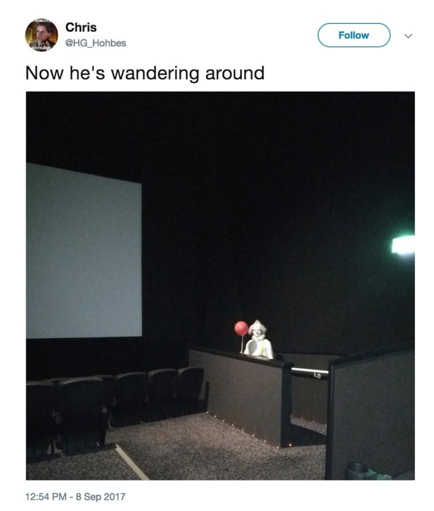 恐怖電影《牠》首映,網友分享在各地電影院出現的「紅氣球小丑」...