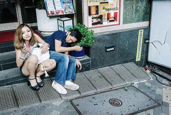 19張證明「到日本不用住旅館到哪都可以睡」的日本慘到處睡照片。還會有好心大叔說床邊故事呢!