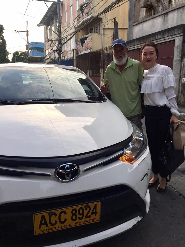 70歲老司機突然受不了「請女乘客下車」,女子硬搶方向盤「開手排」被網友讚爆!