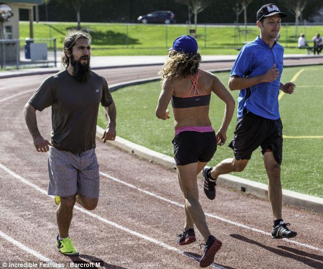 你根本跑錯了!6大「倒退跑」超猛健康好處,「燃燒卡路里大增6倍」秒練馬甲線!