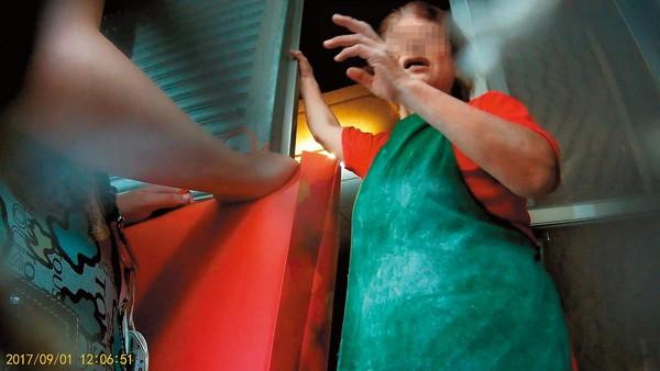 《爺孫戀》林靖恩「凸肚孕照」老爸心死,滿臉落寞喊:當初李坤城「先姊後妹」開把!