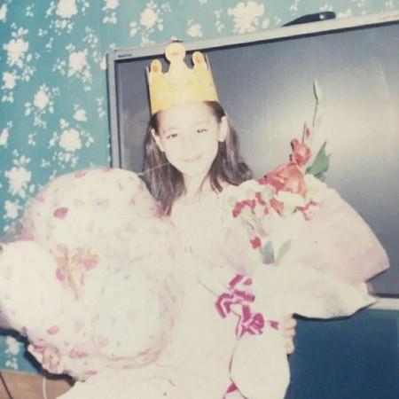 迪麗熱巴被「童年慶生照」出賣,超狂「白富美家世」不小心曝光!