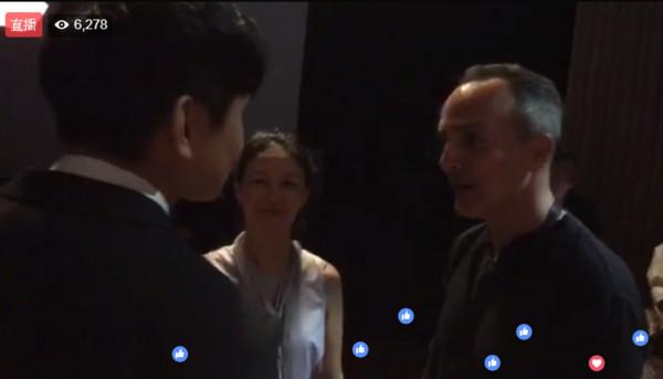 iPhone 8發表會驚見「林俊傑現身直播」,網友以為夠狂了...他竟然還和「庫克開心聊起天來!」(影片)