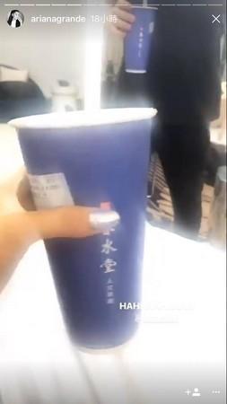 亞莉安娜秘密抵達台灣,手中的飲料狠狠出賣她了!