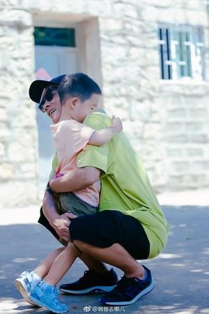 火爆陳小春沒被告狀反被兒讚「爸爸好棒」,自責反省對小小春不溫柔。他:錄完之後,大家也別想他了