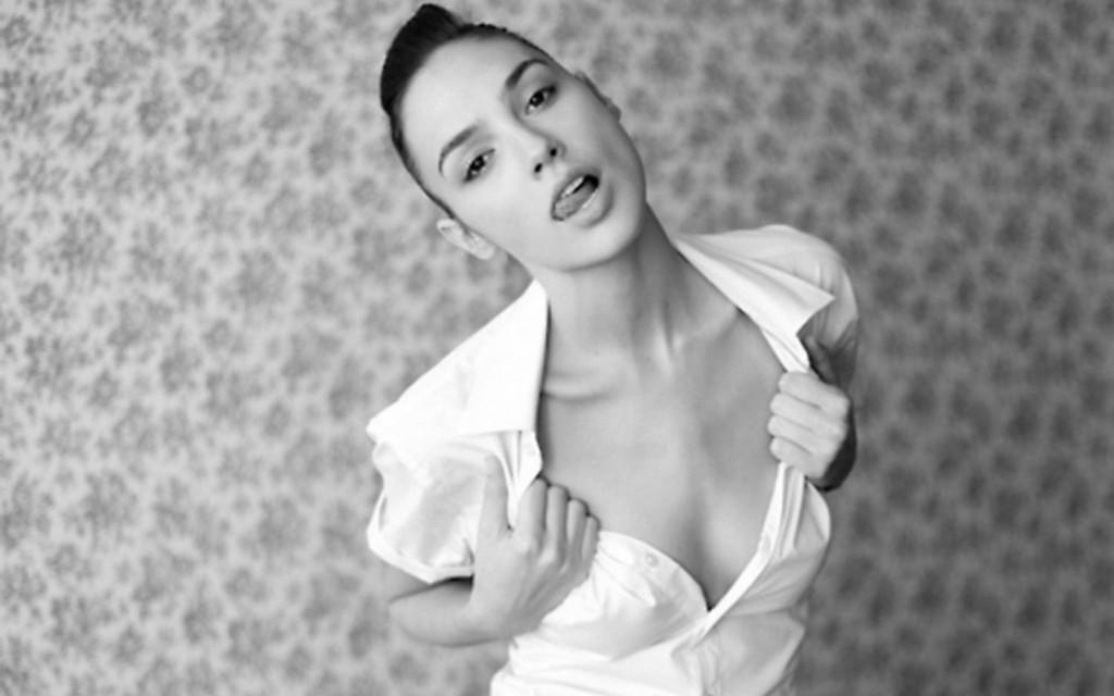 15張超辣女神「瑪格·羅比 VS 蓋兒·加朵」的PK照!這就是鎖門後的天堂