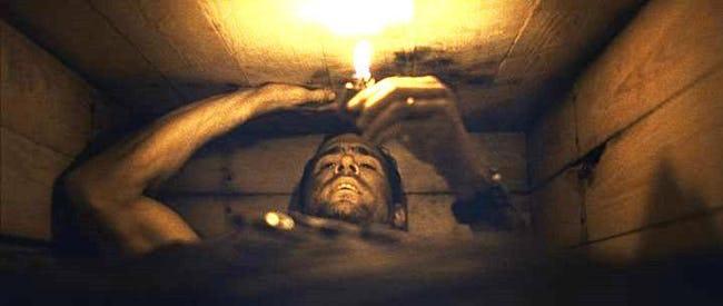 被活埋的時候「該怎麼自救?」幾個能讓我們活久一點的方法!