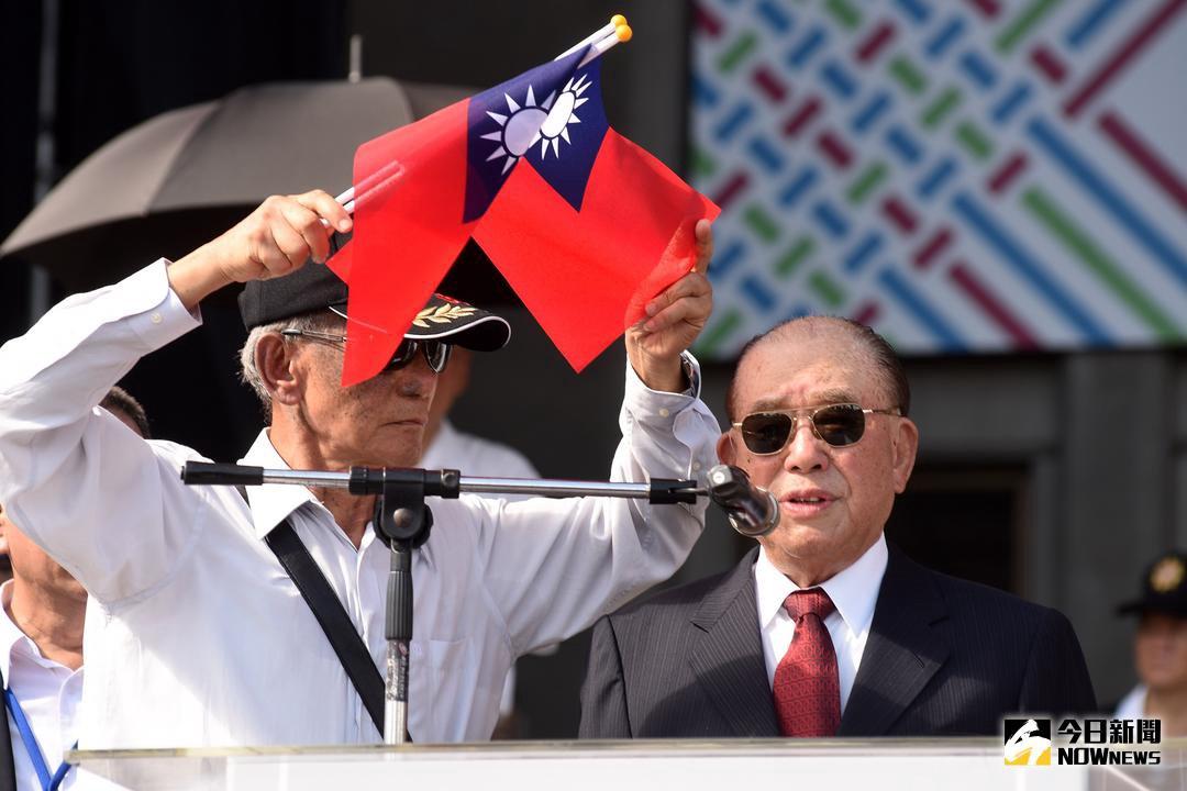 「這才叫國慶!」泛藍社團辦「國慶大典」旗海飄揚,馬英九:我執政8年,沒人擔心何時被大陸攻打!