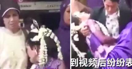 新娘在婚禮上大哭到昏厥,冷血新郎「只顧左顧右盼等時間」...下一秒前男友殺出場「直接帶走!」(影片)
