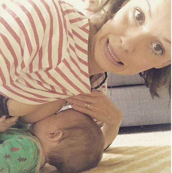 14個證明你媽養你真的不容易「餵母乳就如打仗」超辛苦養寶寶照。