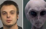 人類再不逃就來不及了!來自2048年時空穿越者警告:「外星人將在明年入侵地球!」